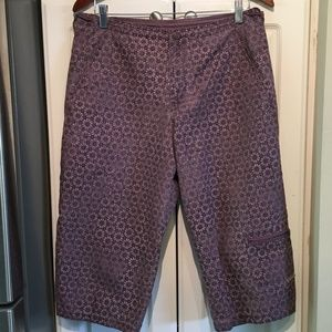 Columbia Purplish Floral Capri Pants Size Medium
